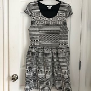 stretch cotton b&w fit and flare printed dress